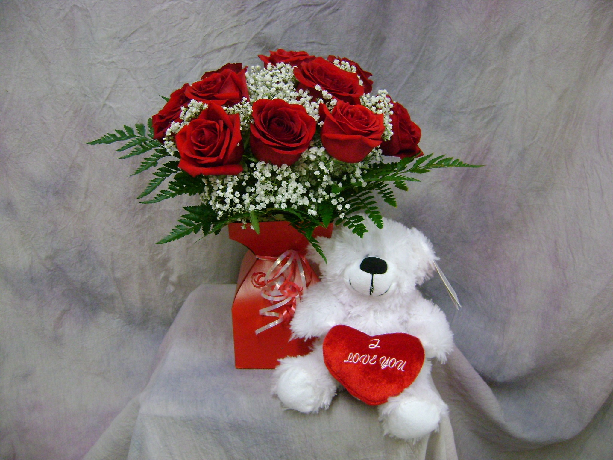 Sweetheart rose shop dz of short red roses with a teddy bear izmirmasajfo